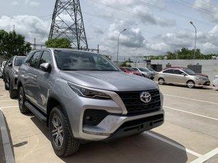 Toyota Fortuner 2.4 số sàn, màu bạc - mua trả góp với 250tr - khuyến mãi giảm giá tiền mặt - Tặng phụ kiện