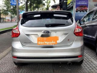 Cần bán xe Ford Focus sản xuất 2014, màu bạc, nhập khẩu nguyên chiếc