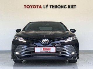 Cần bán lại xe Toyota Camry năm sản xuất 2019, màu đen
