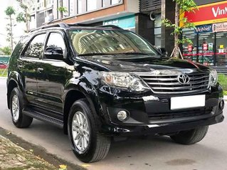 Xe Toyota Fortuner V AT 2013, màu đen còn mới