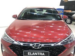 Bán Hyundai Elantra AT đời 2020, màu đỏ