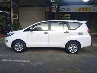 Cần bán xe Toyota Innova sản xuất 2018, màu trắng xe gia đình