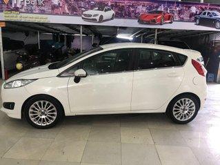 Cần bán xe Ford Fiesta sản xuất 2013, màu trắng, đi lướt