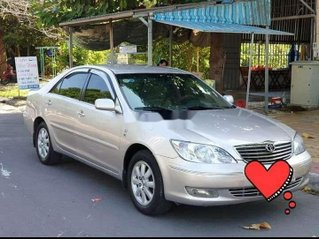 Cần bán lại xe Toyota Camry sản xuất 2002, màu bạc, nhập khẩu, giá tốt