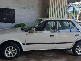 Cần bán Nissan Bluebird đời 1985, màu trắng, giá chỉ 30 triệu