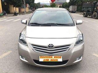 Cần bán xe Toyota Vios 1.5E sản xuất năm 2013, màu vàng