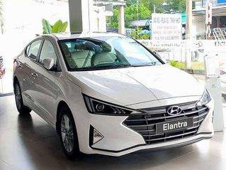 Cần bán Hyundai Elantra đời 2020, màu trắng