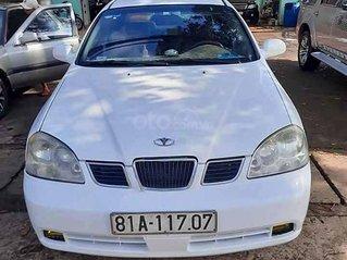 Cần bán xe Daewoo Lacetti sản xuất 2004, màu trắng còn mới giá cạnh tranh