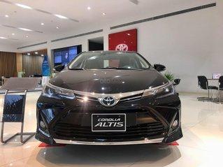 Bán trả góp xe Toyota Corolla Altis, giá 733 triệu, trả trước 180 triệu nhận xe