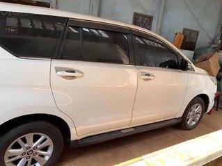 Bán Toyota Innova 2.0E năm sản xuất 2018, màu trắng, xe gia đình