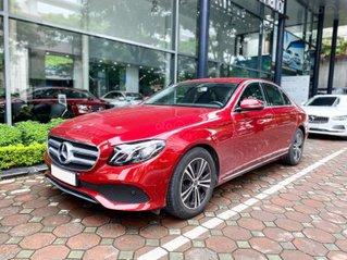 Mercedes E180 2020 màu đỏ, chính chủ chạy lướt, rẻ hơn mua mới tới 300tr