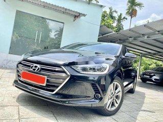 Cần bán xe Hyundai Elantra đời 2018, màu đen