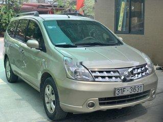 Bán Nissan Grand livina 2010, màu vàng cát, gia đình 1 chủ