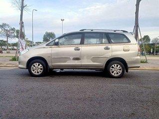 Gia đình bán xe Toyota Innova đời 2011, màu bạc