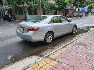 Cần bán xe Toyota Camry LE đời 2007, màu bạc, xe nhập chính chủ