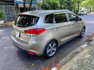 Cần bán xe Kia Rondo GAT năm sản xuất 2015, màu vàng cát