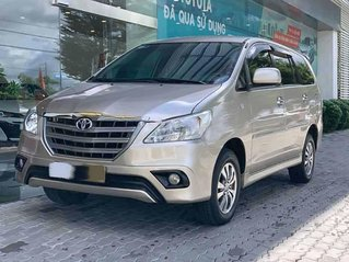Cần bán xe Toyota Innova E năm sản xuất 2015, màu vàng cát xe gia đình
