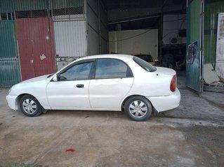 Cần bán gấp Daewoo Lanos sản xuất năm 2001, màu trắng, xe nhập