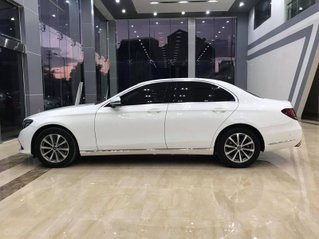 Bán nhanh với giá thấp chiếc Mercedes-Benz E200 sản xuất 2018, giao nhanh toàn quốc