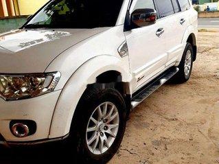 Cần bán Mitsubishi Pajero năm 2012, màu trắng xe gia đình