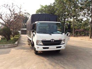 Xe tải Hino 2020 5 tấn thùng mui bạt 5.6m