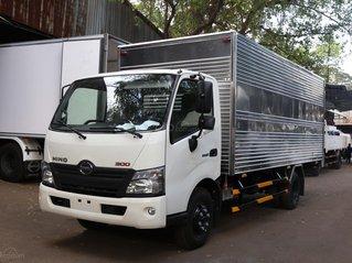 Xe tải Hino 2020 3.5 tấn thùng kín 5.2m