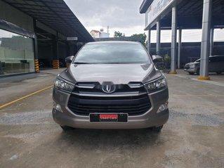 Cần bán lại xe Toyota Innova E sản xuất năm 2019, màu xám