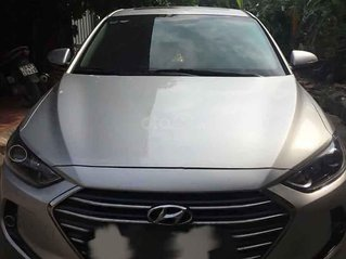 Cần bán lại xe Hyundai Elantra sản xuất 2018, màu bạc số tự động