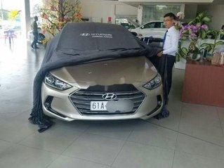 Bán Hyundai Elantra đời 2018, màu ghi vàng, giá bán 560tr