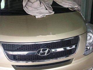 Cần bán gấp Hyundai Grand Starex đời 2012 xe gia đình