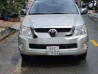 Bán Toyota Hilux năm sản xuất 2011, màu bạc, nhập khẩu nguyên chiếc