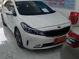 Cần bán lại xe Kia Cerato năm sản xuất 2018, màu trắng còn mới