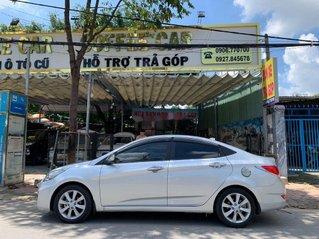Cần bán Hyundai Accent sản xuất năm 2014, màu bạc, xe nhập