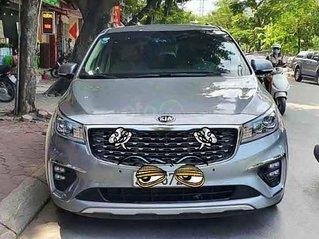 Bán xe Kia Sedona sản xuất 2019, màu xám còn mới
