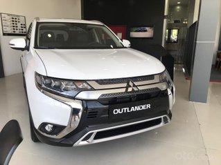 Cần bán gấp chiếc Mitsubishi Outlander CVT, màu trắng tặng phụ kiện chính hãng