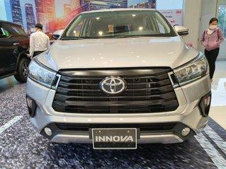 """""""Sốc"""" bán Toyota Innova 2.0E 2020 - bảo dưỡng miễn phí 3 năm và quà tặng theo xe - đưa trước 200 triệu lấy xe"""
