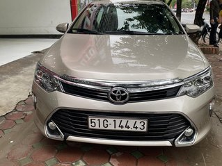 Bán Toyota Camry 2.0E 2018, một chút đi từ đầu