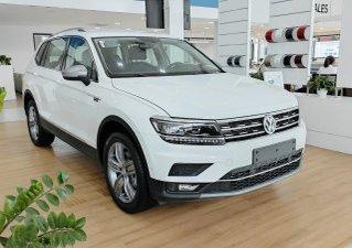 Bán gấp với giá thấp chiếc Volkswagen Tiguan Luxury Topline màu trắng, sản xuất 2020