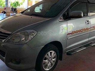 Cần bán xe Toyota Innova G SR sản xuất năm 2011, màu bạc xe gia đình, giá 340tr