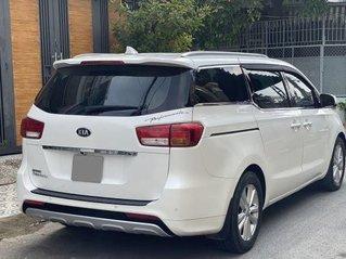 Xe Kia Sedona năm sản xuất 2016, màu trắng còn mới