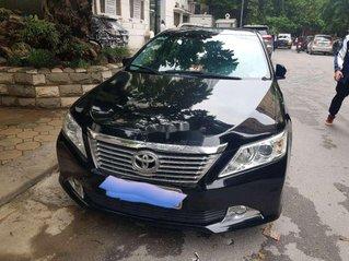 Cần bán lại xe Toyota Camry sản xuất 2014 còn mới, giá chỉ 800 triệu