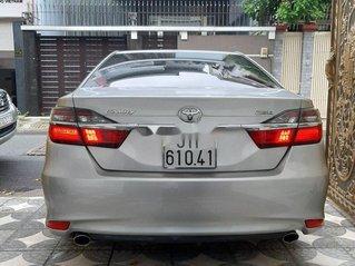 Cần bán xe Toyota Camry đời 2016, màu bạc