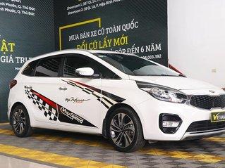 Cần bán lại xe Kia Rondo đời 2017, màu trắng