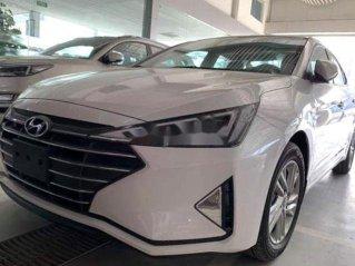Gia đình bán Hyundai Elantra sản xuất 2019, màu trắng, nhập khẩu