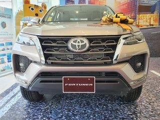 Toyota Fortuner 2.4AT model 2021, đây là Toyota Hiroshima Tân Cảng phân phối, chính thức, mới 100%, đại lý gốc