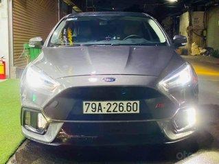 Bán xe Ford Focus model 2019 màu bạc, giá hợp lý