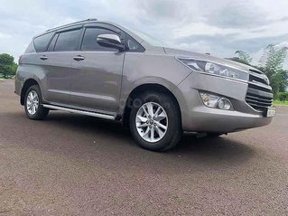 Bán ô tô Toyota Innova 2.0E đời 2019, màu xám còn mới