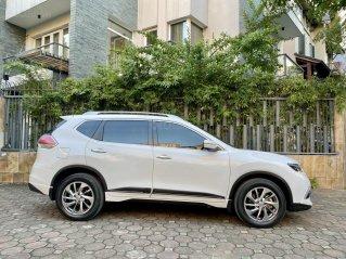 Cần bán xe Nissan X-trail Premium 4WD SX 2018 màu trắng, nội thất đen