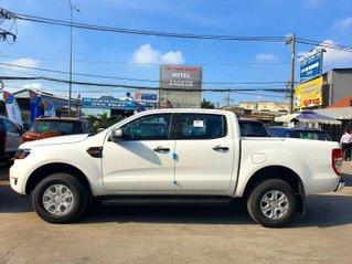 Ford Ranger XLS khuyến mãi tặng nắp thùng, lót thùng
