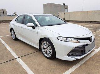 Bán Toyota Camry đời 2020, màu trắng, đã sử dụng